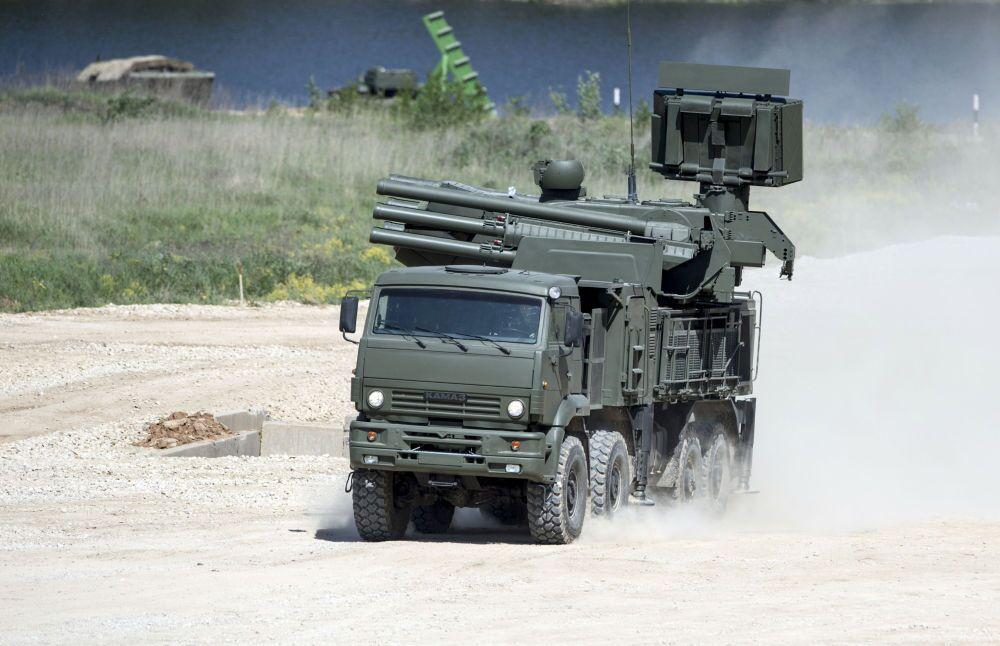 Sistema antiaéreo autopropulsado Pántsir-S instalado en un camión KamAZ-6560
