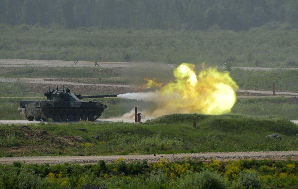 Obús autopropulsado con un cañón antitanque Sprut-SD