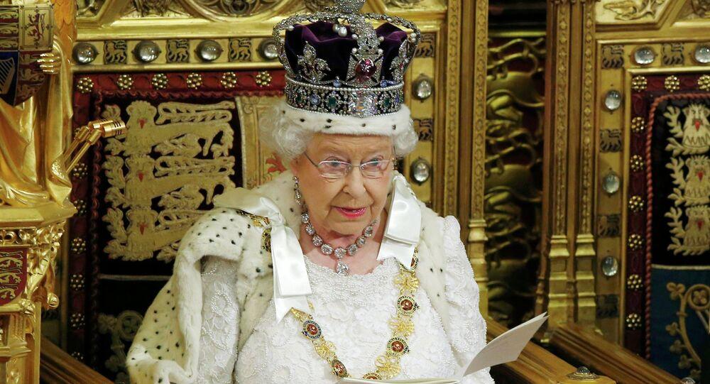 La reina Isabel II (archivo)