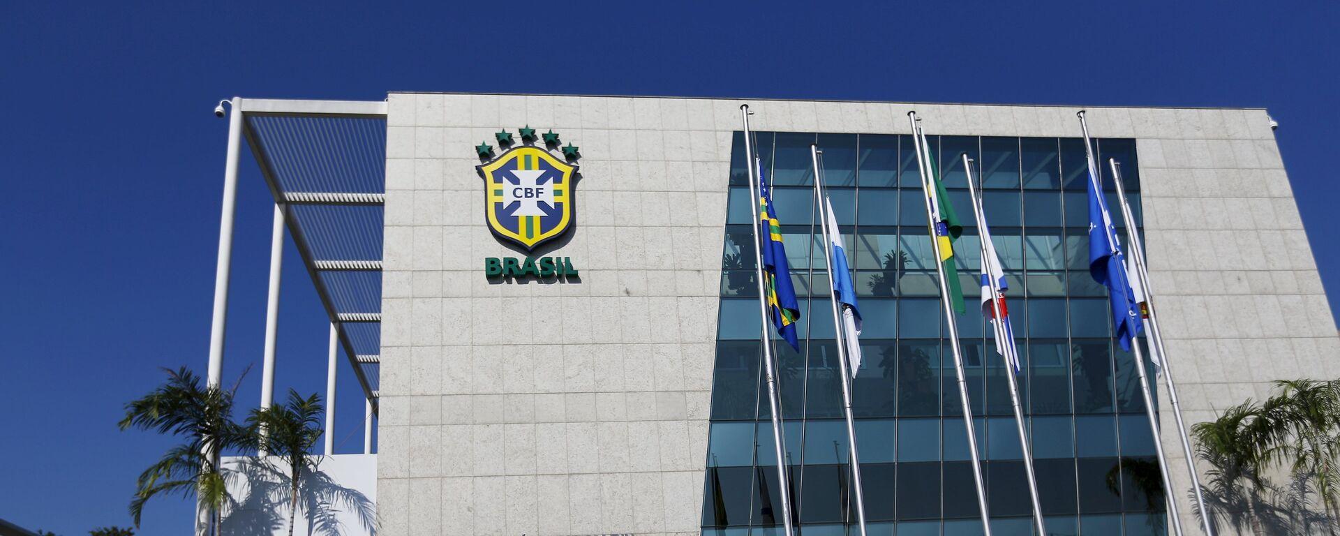 Security guards stand outside the Brazilian Football Association (CBF) headquarters in Rio de Janeiro May 27, 2015.  - Sputnik Mundo, 1920, 07.06.2021