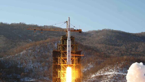 Base de lanzamiento de satélites de Sohae en Corea del Norte, cohete Unha-3 (archivo) - Sputnik Mundo