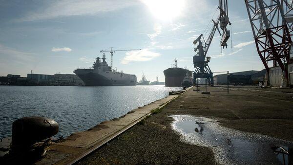 Portahelicópteros de la clase Mistral en el astillero de Saint-Nazaire, Francia - Sputnik Mundo