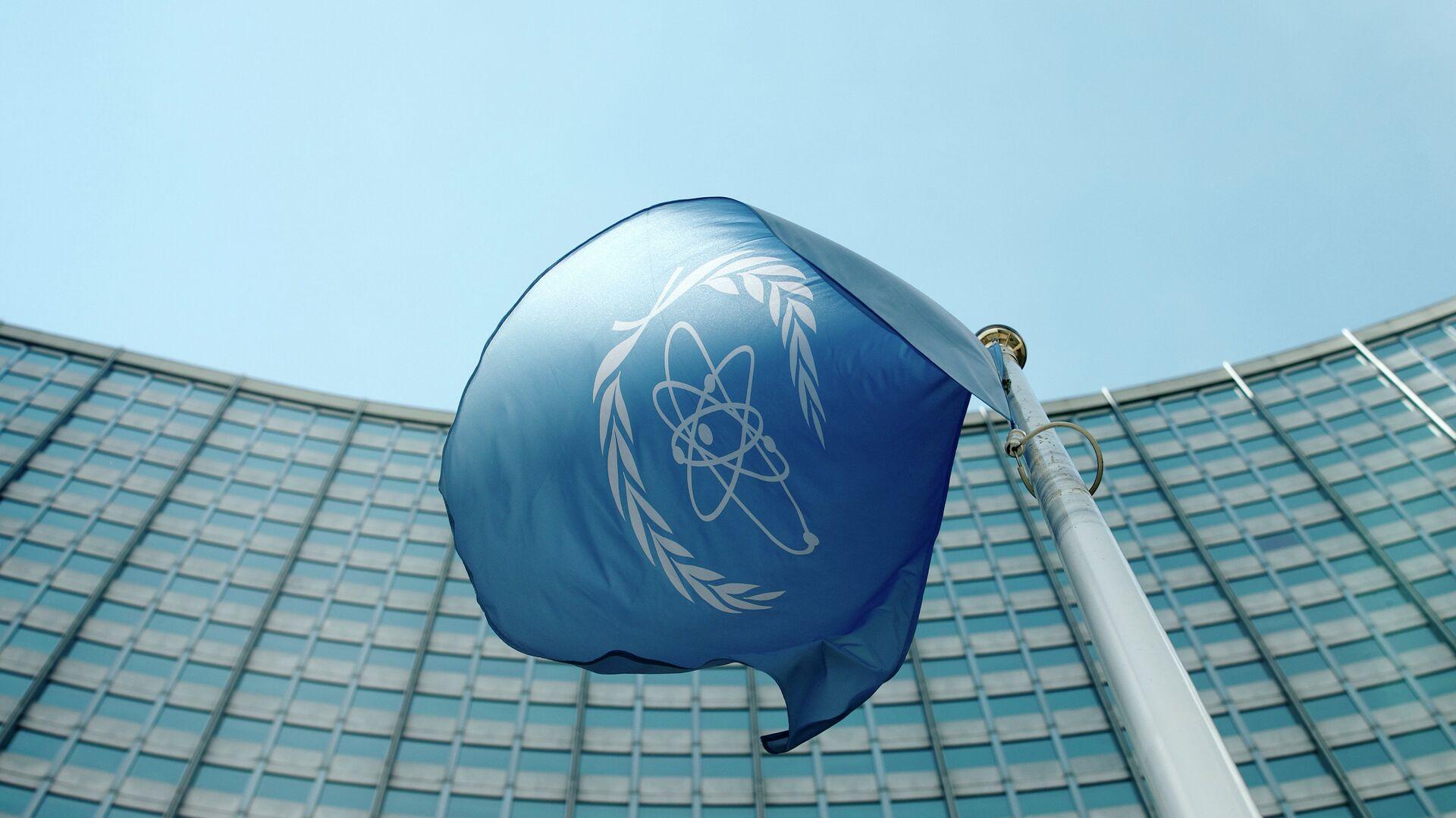 La bandera del Organismo Internacional de Energía Atómica - Sputnik Mundo, 1920, 08.09.2021