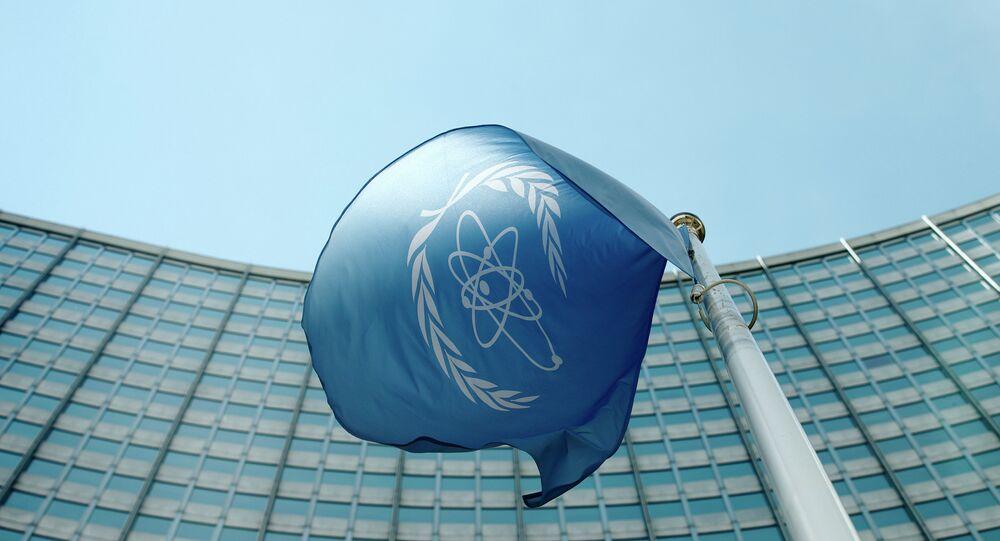 La bandera del Organismo Internacional de Energía Atómica