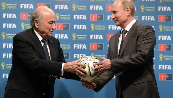 Presidente de la FIFA, Joseph Blatter y presidente de Rusia, Vladimir Putin - Sputnik Mundo