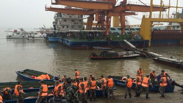 Barco Estrella del Oriente naufragado en el río Yangtse - Sputnik Mundo
