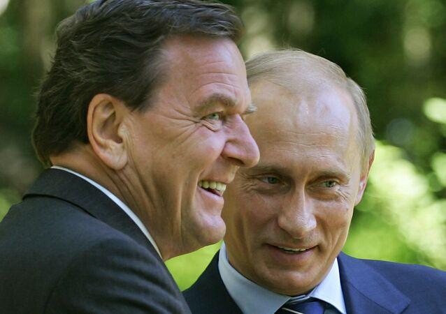 Gerhard Schröder y Vladímir Putin (archivo)