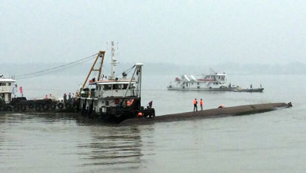 Naufragio del barco Estrella del Oriente en China - Sputnik Mundo