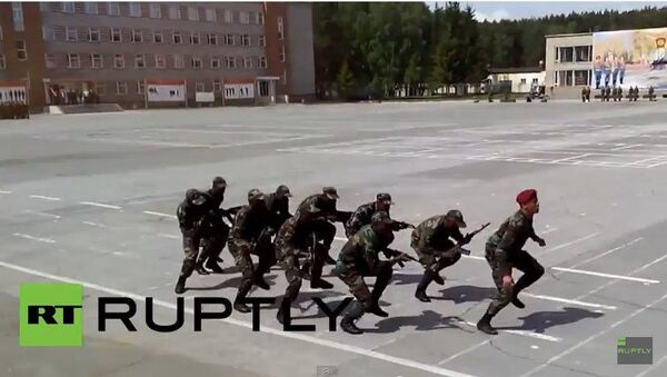 La danza guerrera de los cadetes de Mozambique en Rusia - Sputnik Mundo