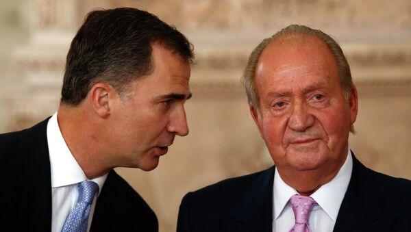 Rey Felipe VI y su padre Juan Carlos I - Sputnik Mundo