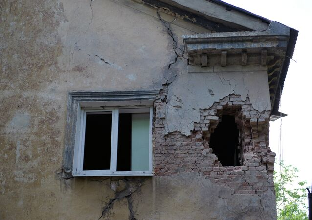 Vivienda en Donbás dañada por bombardeos