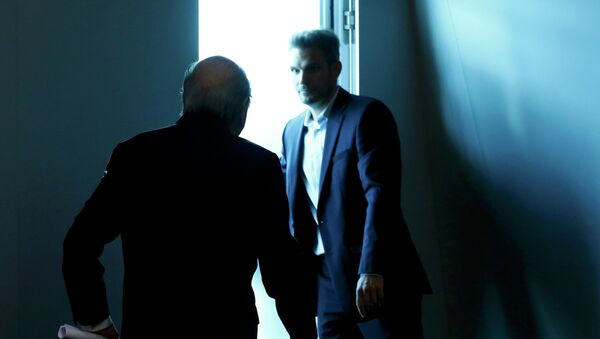 Joseph Blatter, presidente de la FIFA (izda.) - Sputnik Mundo