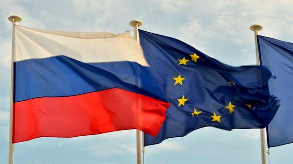 Флаги России, ЕС, Франции и герб Ниццы на набережной Ниццы - Sputnik Mundo