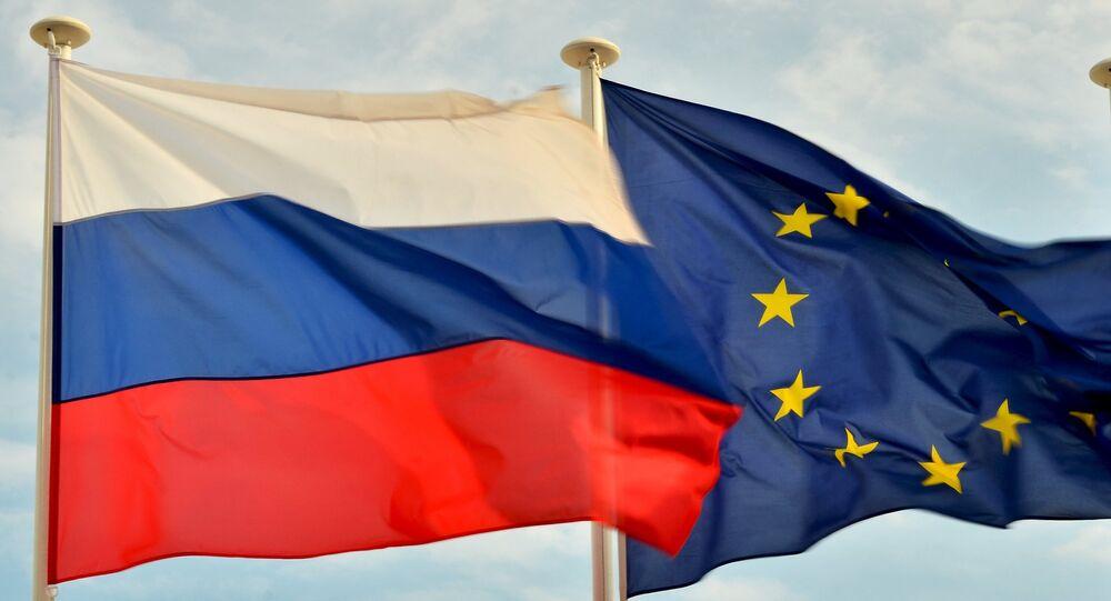 Las banderas de Rusia y la UE