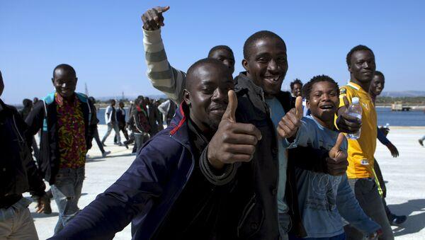 Migrantes en Sicília, Italia (archivo) - Sputnik Mundo