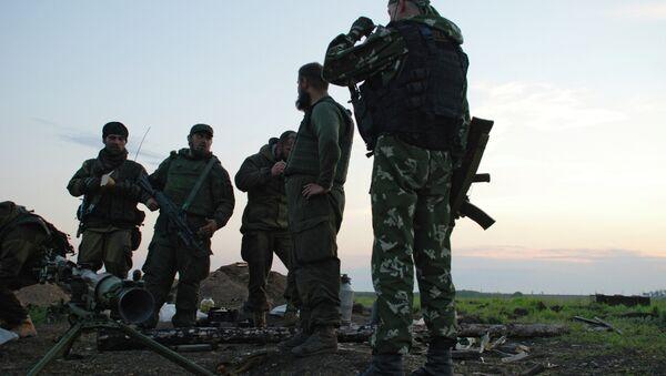 Бойцы батальона Викинги у села Белокаменка Донецкой области - Sputnik Mundo