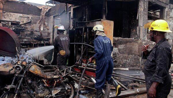 Сonsecuencias de explosión en una gasolinera en la capital de Ghana, Accra - Sputnik Mundo