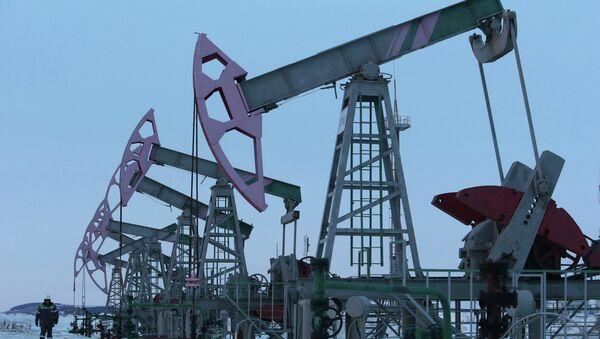Extracción de petróleo en Nikolo-Berezovka, Rusia (archivo) - Sputnik Mundo