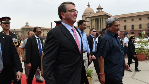 Secretario de Defensa de EEUU Ashton Carter y secretario de Defensa de India Manohar Parrikar - Sputnik Mundo