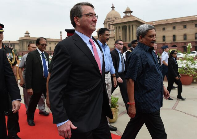 Secretario de Defensa de EEUU Ashton Carter y secretario de Defensa de India Manohar Parrikar