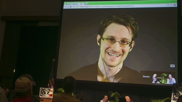 Edward Snowden has warned Australians that they are being watched all the time under controversial metadata retention laws.  - Sputnik Mundo