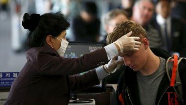 Control de pasajeros en el aeropuerto de Incheon, Korea del Sur, el 2 de junio, 2015 - Sputnik Mundo