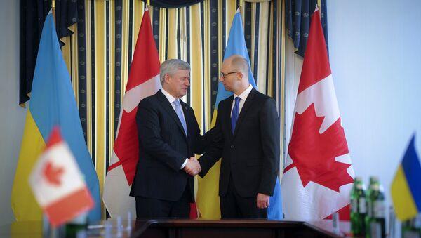 Primer ministro de Canada, Stephen Harper, y su homólogo ucraniano, Arseni Yatseniuk - Sputnik Mundo