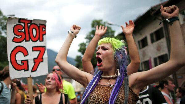 Manifestantes contra la celebración de la cumbre del G7 en Garmisch-Partenkirchen - Sputnik Mundo