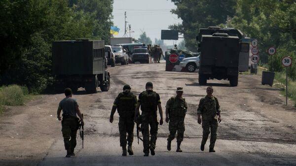 Miembros de las fuerzas armadas de Ucrania cerca de Marinka - Sputnik Mundo