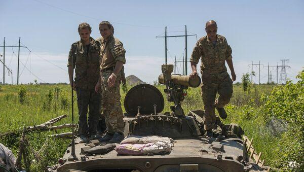 Soldados ucranianos en Donbás - Sputnik Mundo