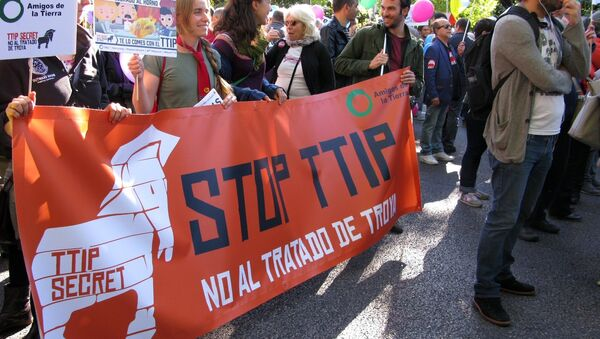 Socialistas españoles votarán contra blindaje de empresas en el TTIP - Sputnik Mundo