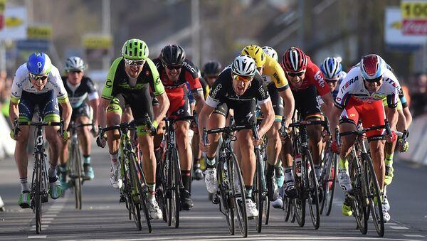 Participantes de una carrera ciclista de la UCI World Tour (archivo) - Sputnik Mundo