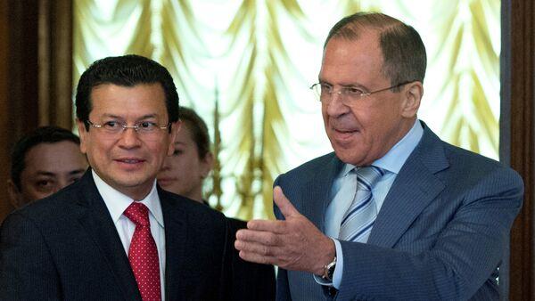 Ministros de Exteriores de Salvador y de Rusia, Hugo Martínez y Serguéi Lavrov - Sputnik Mundo
