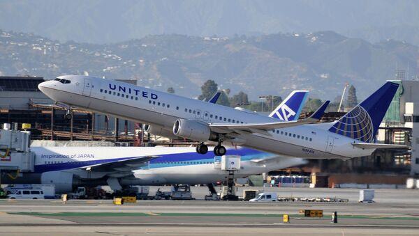 Avión en el Aeropuerto Internacional de Los Angeles, EEUU - Sputnik Mundo