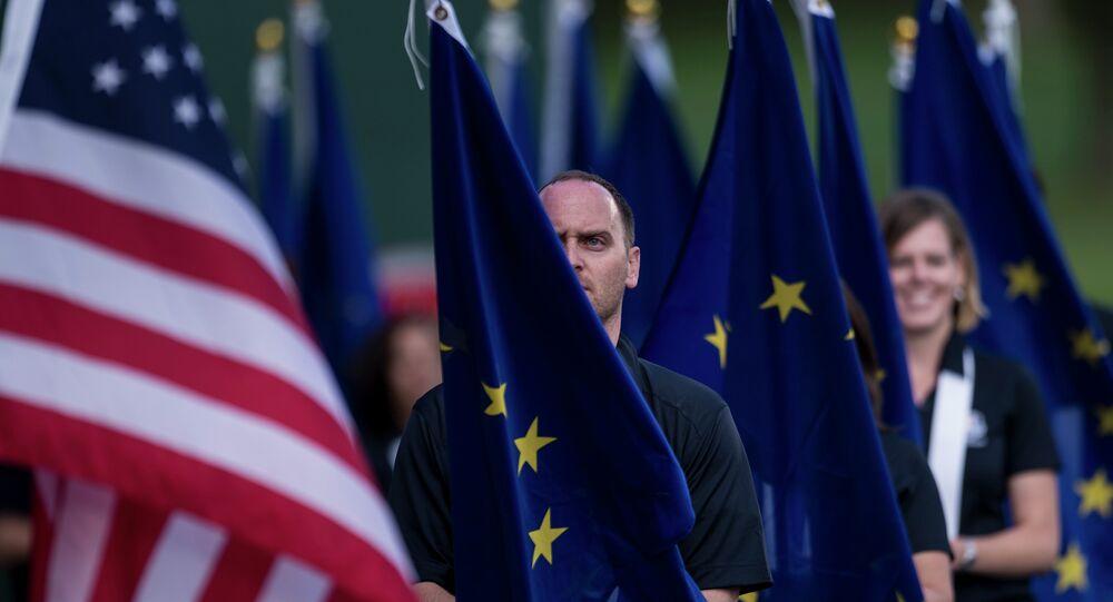 Banderas de la UE y de EEUU (imagen referencial)