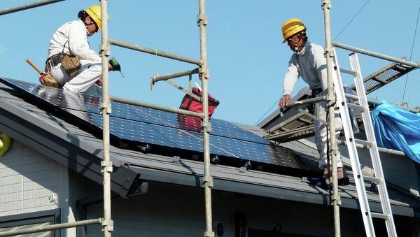 Instalación de paneles solares en Yokohama, Japón - Sputnik Mundo