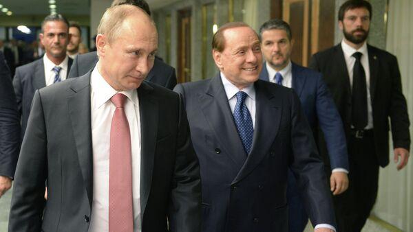 Presidente de Rusia, Vladímir Putin, y ex primer ministro de Italia, Silvio Berlusconi - Sputnik Mundo