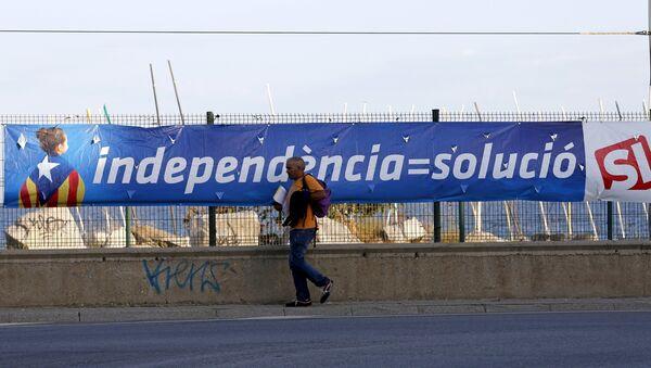Cartel electoral en Cabrera de Mar, cerca de Barcelona - Sputnik Mundo