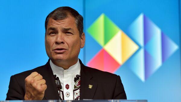 Ecuador's President Rafael Correa talks during a news conference after an EU-CELAC Latin America summit in Brussels, Belgium June 11, 2015.  - Sputnik Mundo