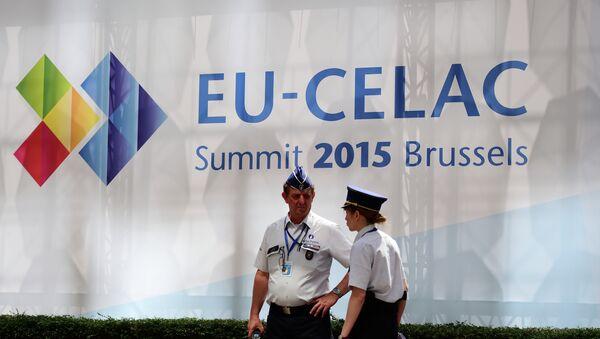 Agentes de policía en la cumbre UE-Celac - Sputnik Mundo