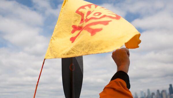 Ecologistas se encadenan a un buque de Shell cerca de Seattle, en EEUU - Sputnik Mundo