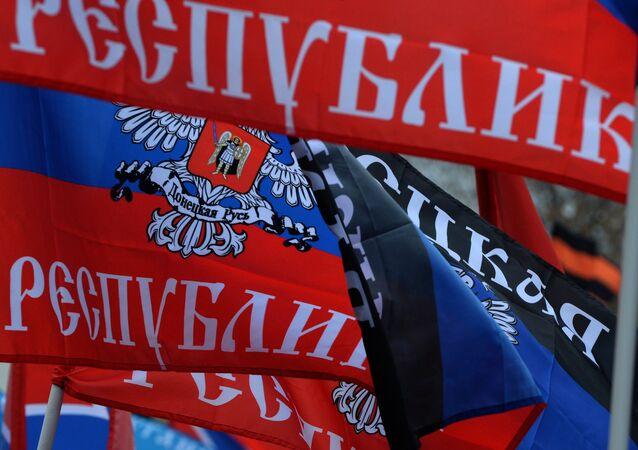 Las banderas de la República Popular de Donetsk (RPD)