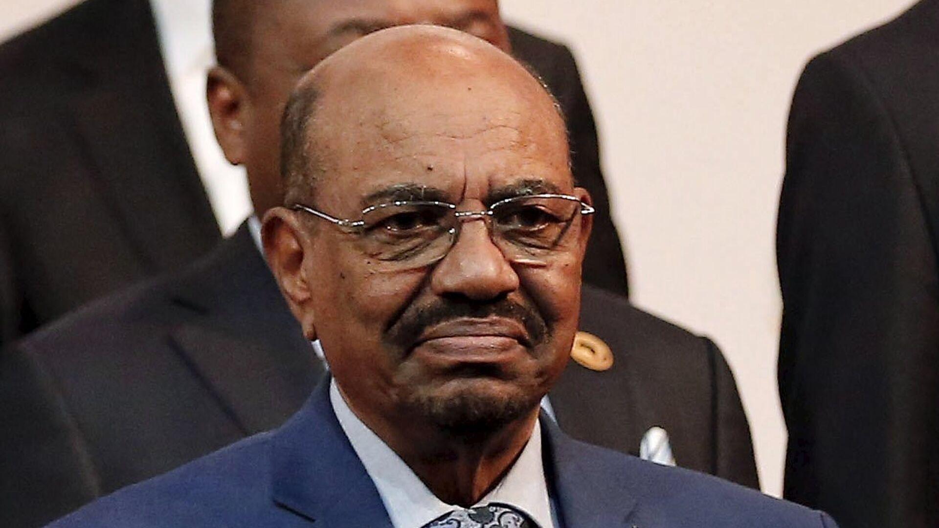 Sudan's President Omar al-Bashir prepares for a group photograph ahead of the African Union summit in Johannesburg June 14, 2015 - Sputnik Mundo, 1920, 30.06.2021