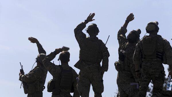 Soldados estadounidenses durante las maniobras de la OTAN - Sputnik Mundo