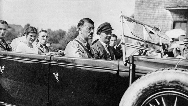 Adolf Hitler y Martin Bormann - Sputnik Mundo