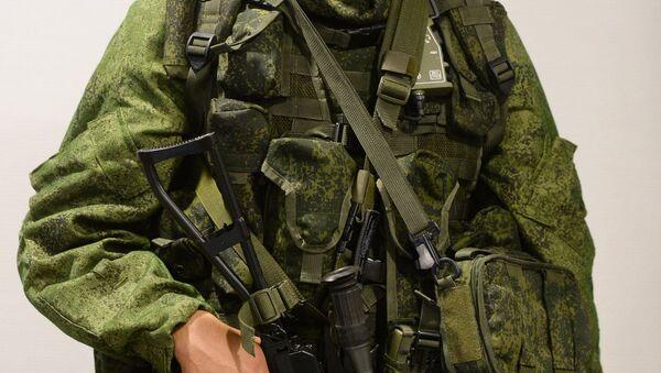 Soldado en el equipo de combate Rátnik - Sputnik Mundo