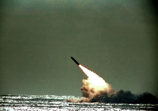 Lanzamiento de un misil balístico intercontinental Trident II