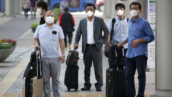 Pasajeros en el Aeropuerto Internacional de Gimpo en Seúl, Corea del Sur, el 17 de junio, 2015 - Sputnik Mundo