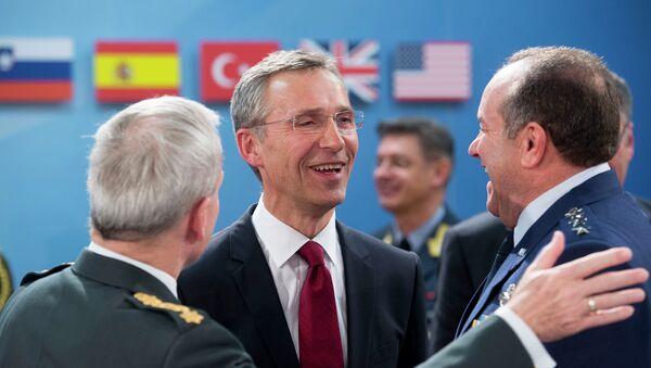 Secretario general de la OTAN, Jens Stoltenberg y comandante supremo de la OTAN en Europa, Philip Breedlove - Sputnik Mundo