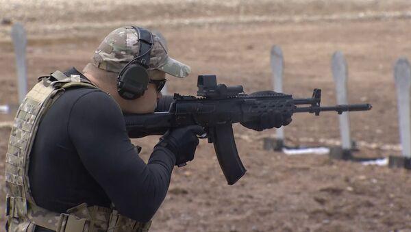 Kalashnikov presenta el prototipo de su nueva pistola en Army 2015 - Sputnik Mundo
